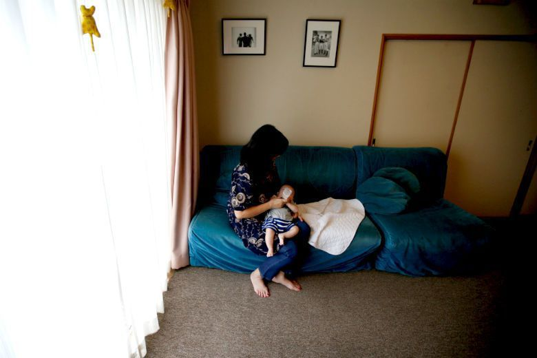 女性養育、照護以及從事家務活動的價值,終究很難給予付出一個對等的交換。 圖/路透社