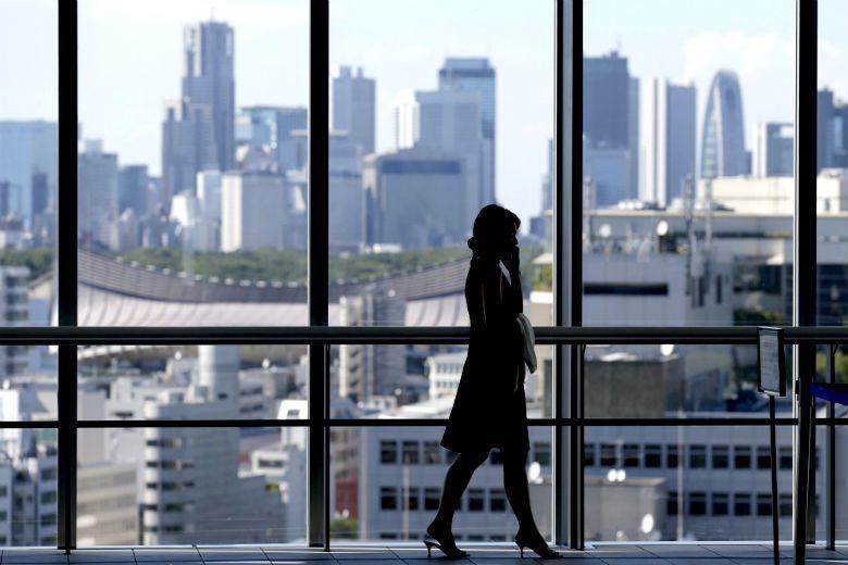 即便女性能進入職場拼搏,做為一個「有產值」的女性,仍不斷遭受歧視的壓力。 圖/路...