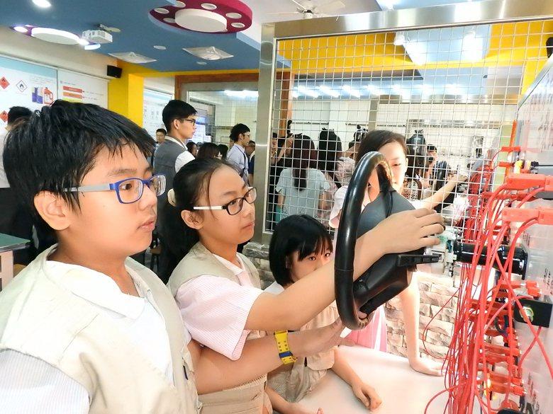 如果我們孩子在國中小就對升學展開算計、對考科排名的強烈競爭,讓具有實作傾向的孩子...