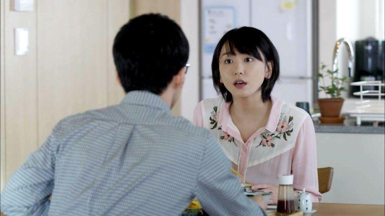 在《月薪嬌妻》感情線的粉紅泡泡外,更應該跟隨劇中的女性角色們,一起重新釐清自我價值,匡正價格,拒絕以情感為驅策的剝削。 圖/日劇《月薪嬌妻》劇照