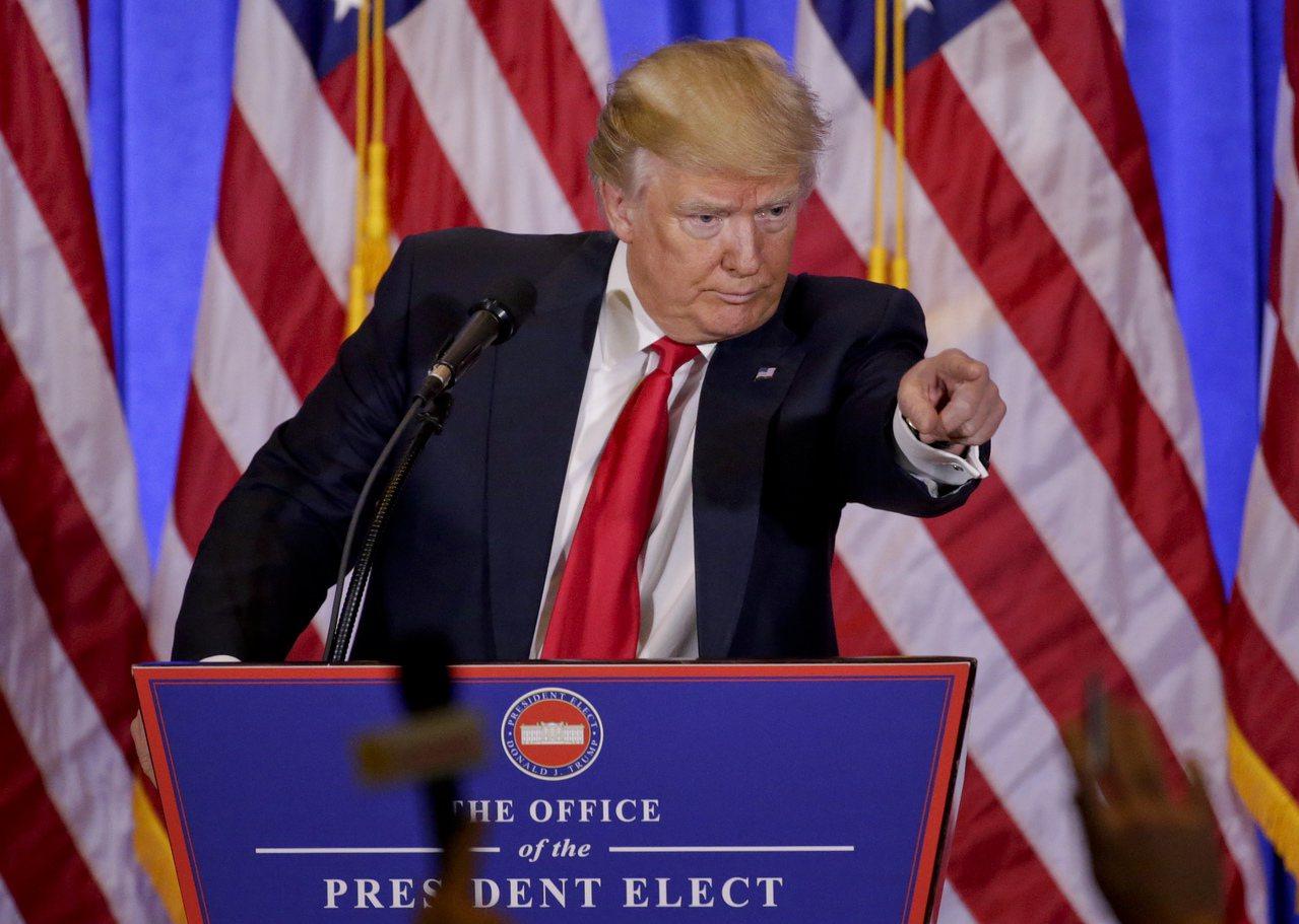 川普11日在记者会上不让CNN记者提问,场面十分火爆。(美联社)