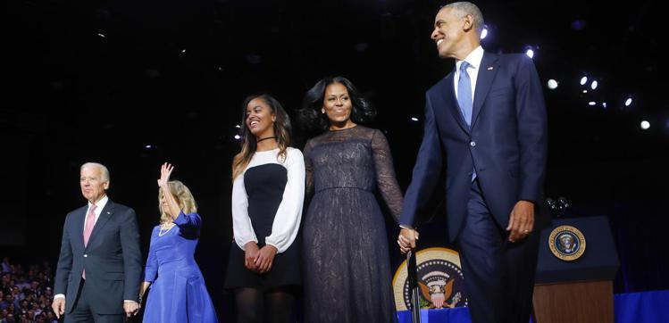 在歐巴馬的告別演說,蜜雪兒再度選穿吳季剛設計的黑色小禮服。圖/美聯社