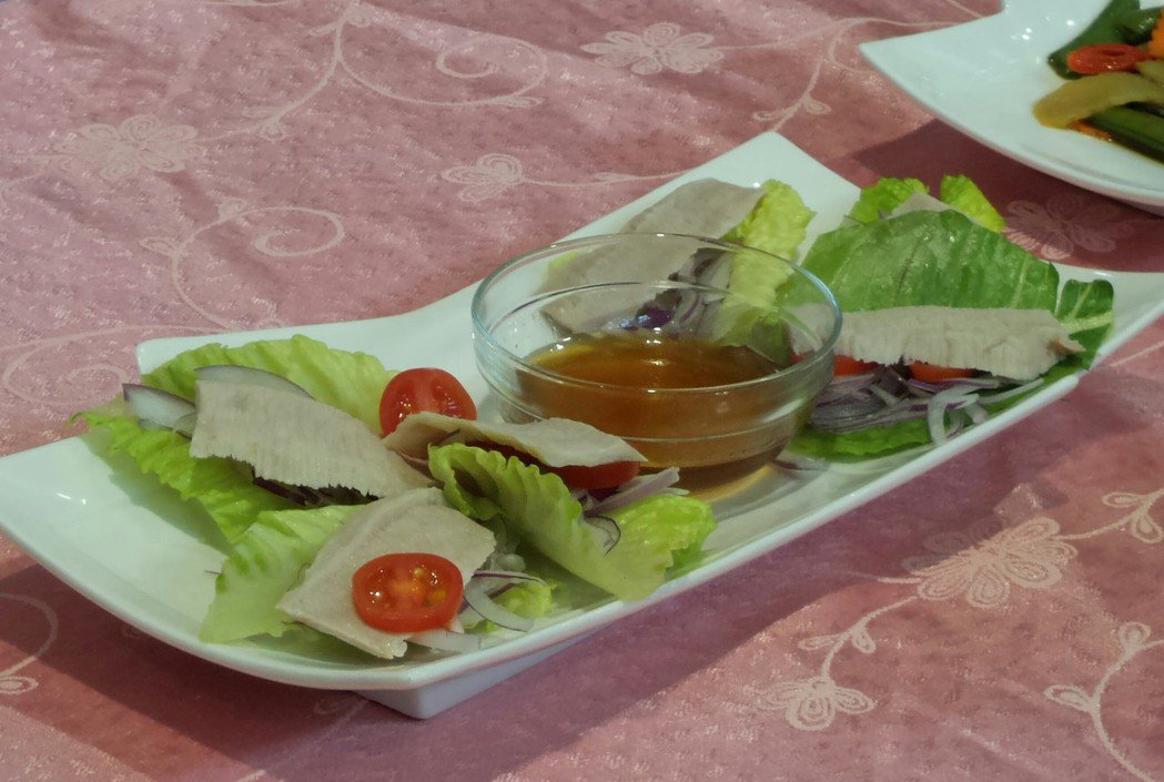 健康年菜:川燙涼拌松阪豬肉。記者卜敏正/攝影