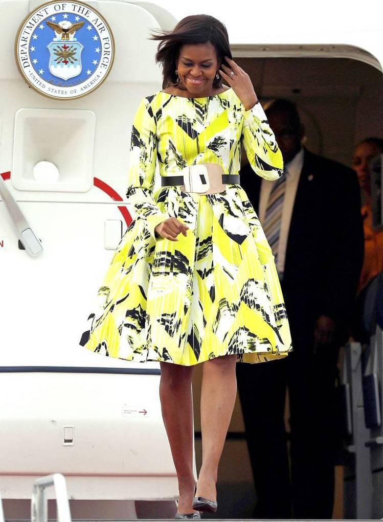 蜜雪兒隨同歐巴馬出訪日本時,穿著KENZO小禮服步下空軍一號,立刻贏得日本民心。...