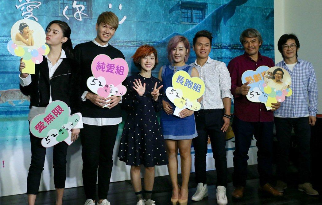 導演魏德聖(右起)帶領新片「52赫茲我愛你」演員林慶台、舒米恩、米非、小球、小玉