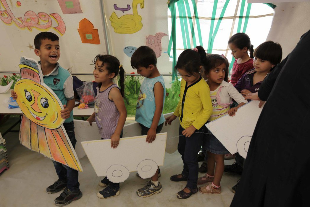 LV持續與UNICEF攜手救援全球弱勢兒童,2016年募得250萬美金,救助深受...