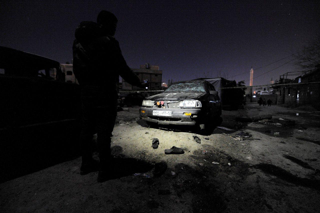 敘利亞首都軍用機場馬澤12日晚遭多枚火箭砲轟炸,在此之前,大馬士革發生自殺式炸彈...