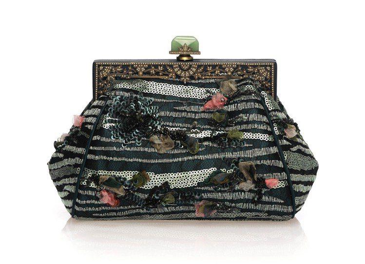 錦繡旅程系列刺繡復古夾框款(綠),售價56,800元。圖/夏姿提供