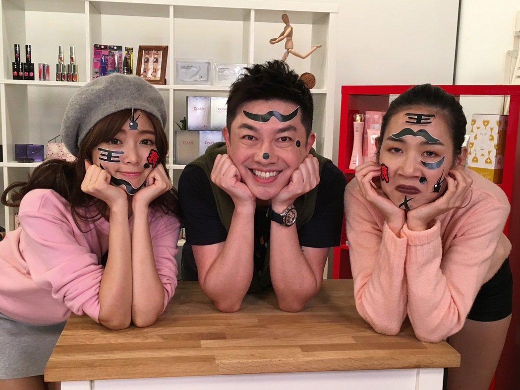 成語蕎(左起)、李明川、鄭雅勻在直播節目中玩瘋了,還在臉上作畫。圖/伊林提供