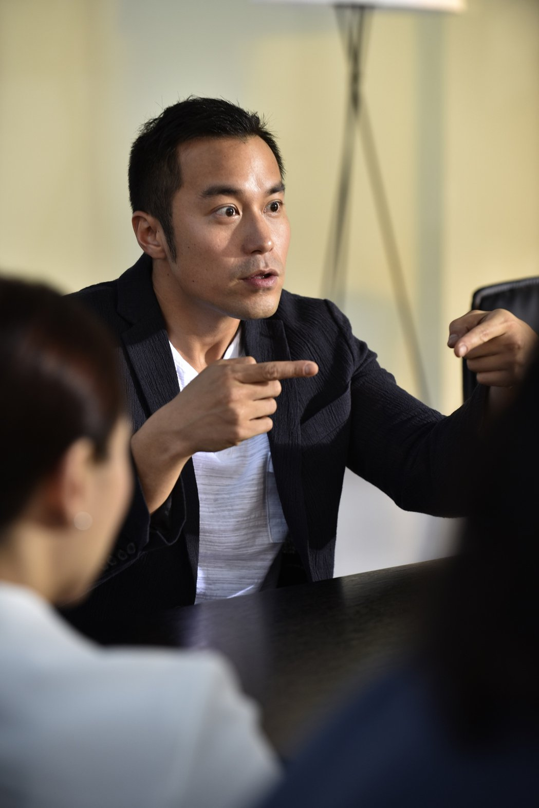 張孝全在「合約男女」扮演被相中捐精的直率男孩。圖/摘自双喜電影