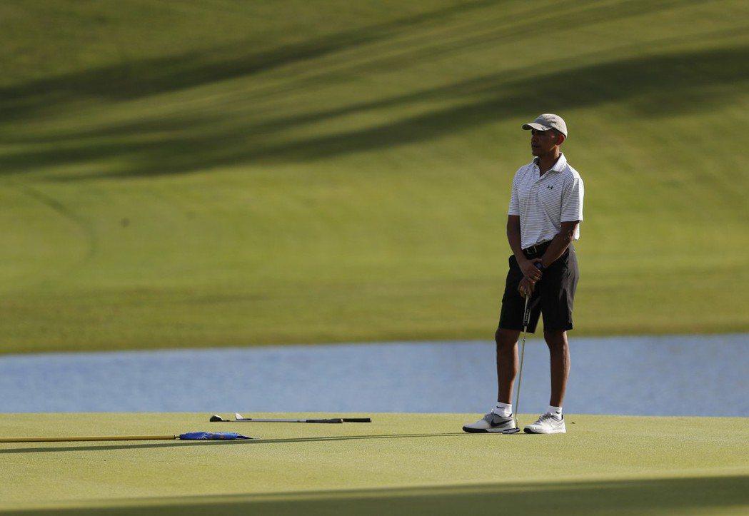 歐巴馬去年12月在夏威夷打高爾夫球。 (美聯社)