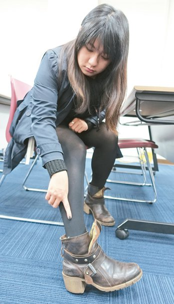 若下肢常冰冷痠麻「鐵腿」,可能是周邊血管疾病,最好盡速就醫,圖為腳痠痛示意圖。 ...