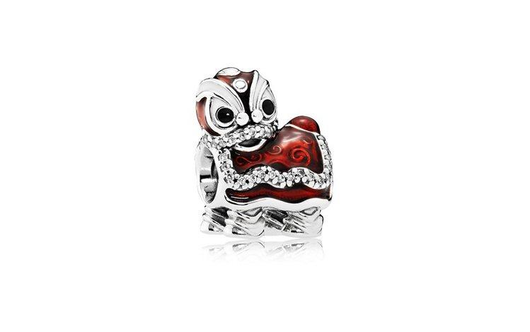 舞龍舞獅琺瑯925銀串飾,2,580元。圖/PANDORA提供