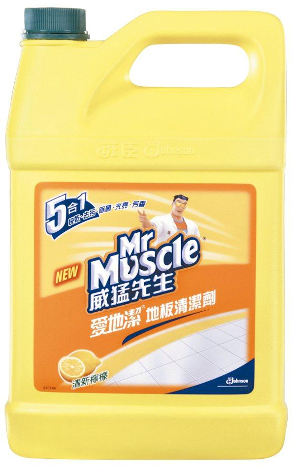 威猛先生地板清潔劑和馬桶通樂組合原價499元,持價318元。 大潤發/提供