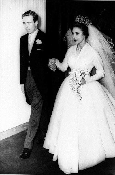 瑪格麗特公主的前夫史諾頓(左)過世。圖為史諾頓與瑪格麗特公主(右)結婚時的照片。...