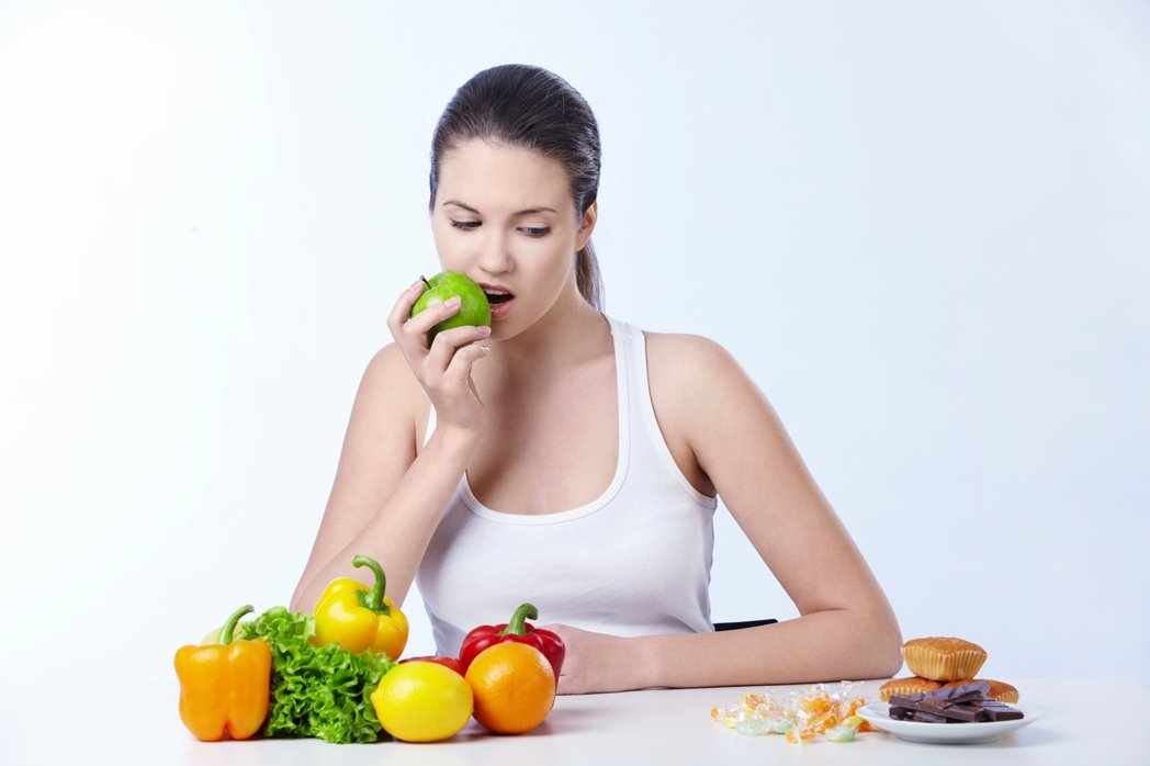 示意圖。營養師說,少吃一餐不一定瘦得快,且長期不吃晚餐,可能讓身體肌肉減少,免疫...