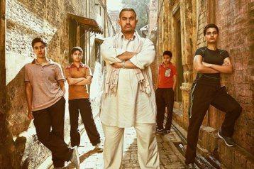 因電影「三個傻瓜」而讓台灣觀眾熟悉的印度巨星阿米爾汗,為新電影「Dangal」在短時間內增肥又減肥,辛苦有了代價,票房達新台幣近200億元,成為印度近年最賣座電影。有「印度劉德華」之稱的阿米爾汗(A...