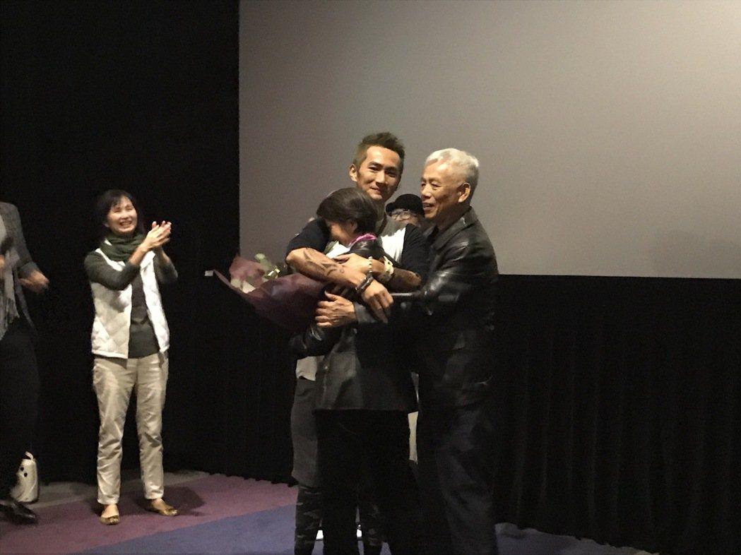 日前「西城童話」舉辦特別首映會,李辰翔的父母到場力挺。圖/晴天提供