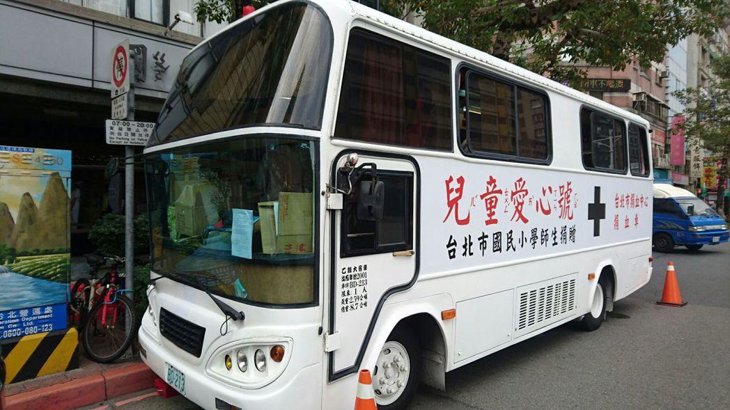 台南捐血中心表示,不少定期舉辦捐血活動的單位臨時向中心取消活動,農曆年前取消的捐...