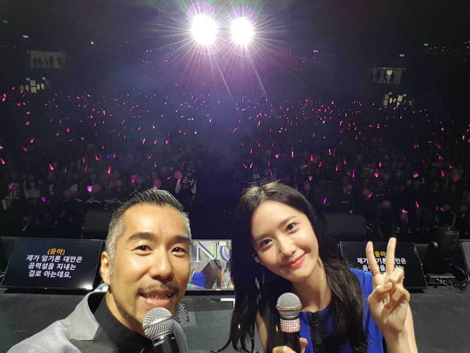 張兆志和潤娥在台上大合照。圖/摘自張兆志臉書