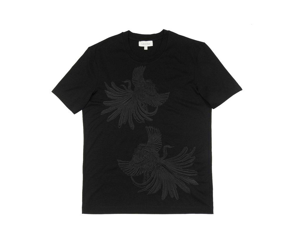 Calvin Klein platinum黑色刺繡公雞圖案上衣,5,990元。圖...