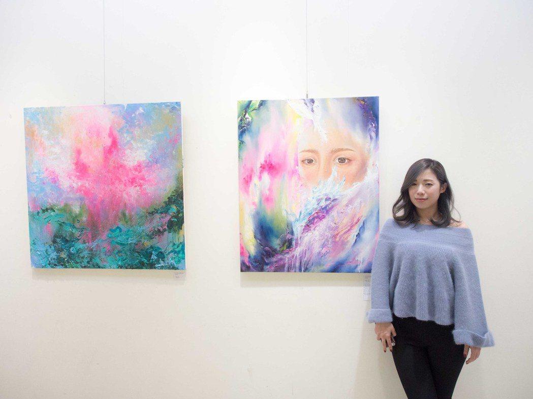 藝術家Willing小兔在聯展中展出作品。記者林良齊/攝影