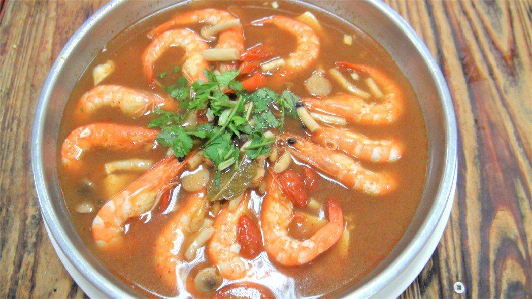 「酸辣蝦」是藝人謝佳見的最愛,也是能牽起對母親的記憶的菜餚。記者羅真/攝影