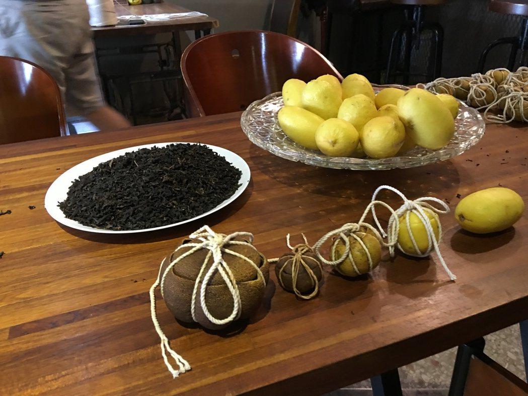 31歲彭瑋翔,將客家酸柑茶,結合瑞穗蜜香紅茶,並以當地有機文旦、無毒檸檬製作,融...