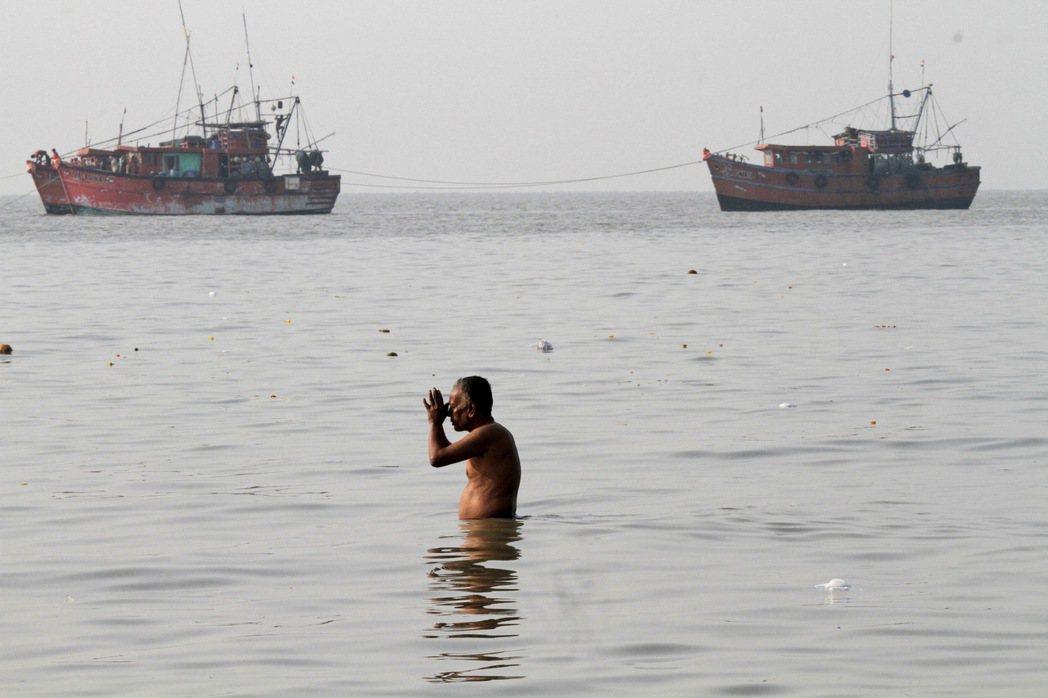 印度东部船只翻覆 至少19死