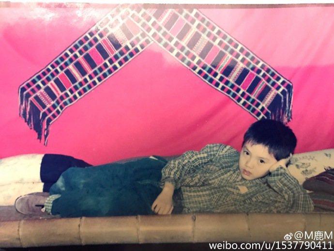 中國大陸男星鹿晗今天(15日)凌晨在微博發布兩張童年舊照。圖/截取自鹿晗微博