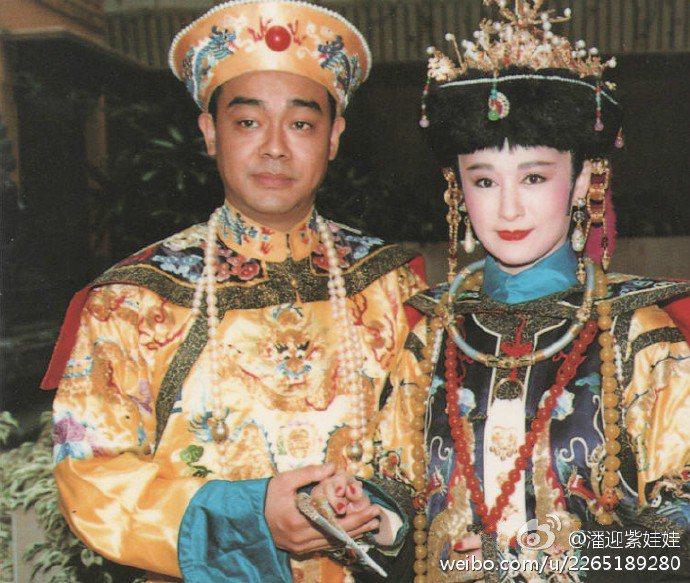 潘迎紫(右)曬與劉青雲舊劇照。圖/摘自微博