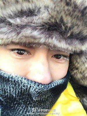 林志穎po出在大陸東北零下20 度雪地中的照片,天生長睫毛凍成的雪妝。圖/摘自林...