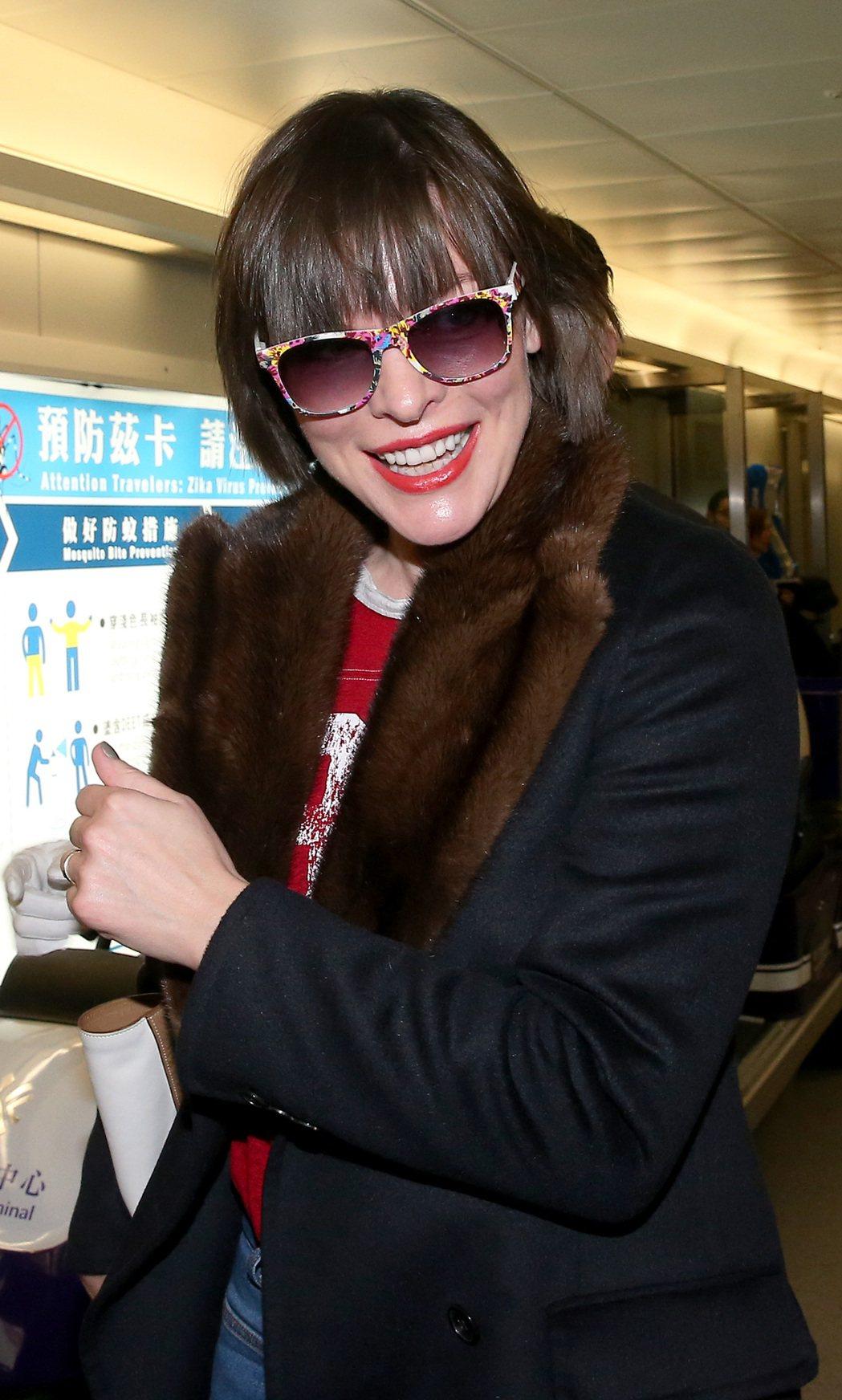 影星蜜拉喬娃維琪15日晚間搭機抵台宣傳新片。記者陳嘉寧/攝影