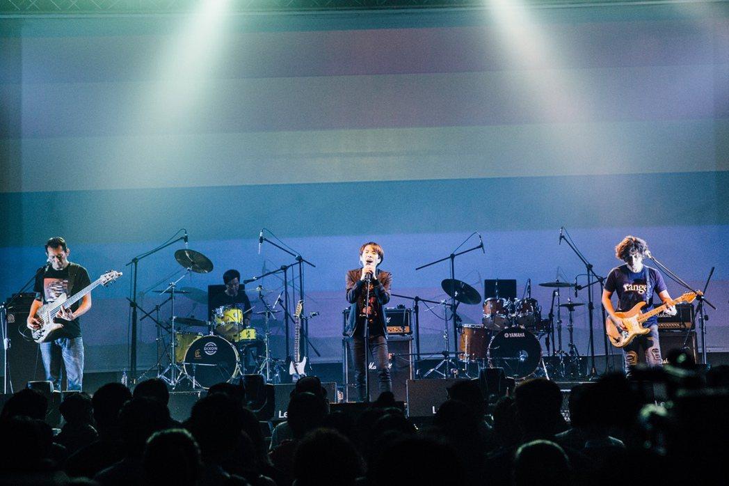 四分衛與 地主小小鼓手-呂岳駿,在台中Legacy軋唱又軋鼓。圖/Legacy提...