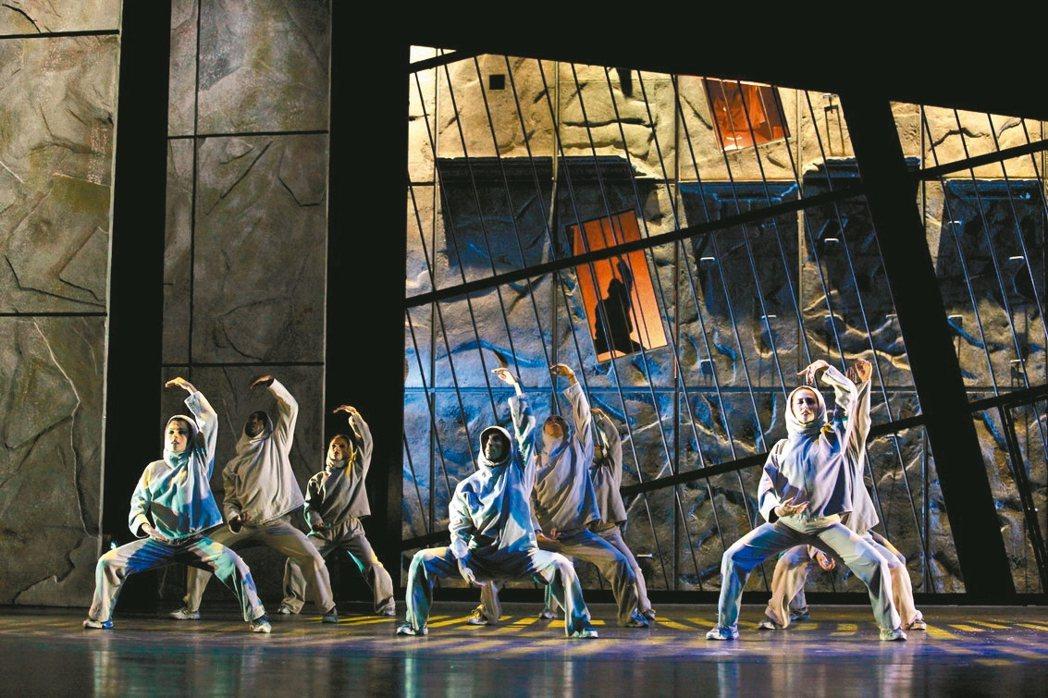 法文版音樂劇鐘樓怪人劇照。 圖/聯合報系提供