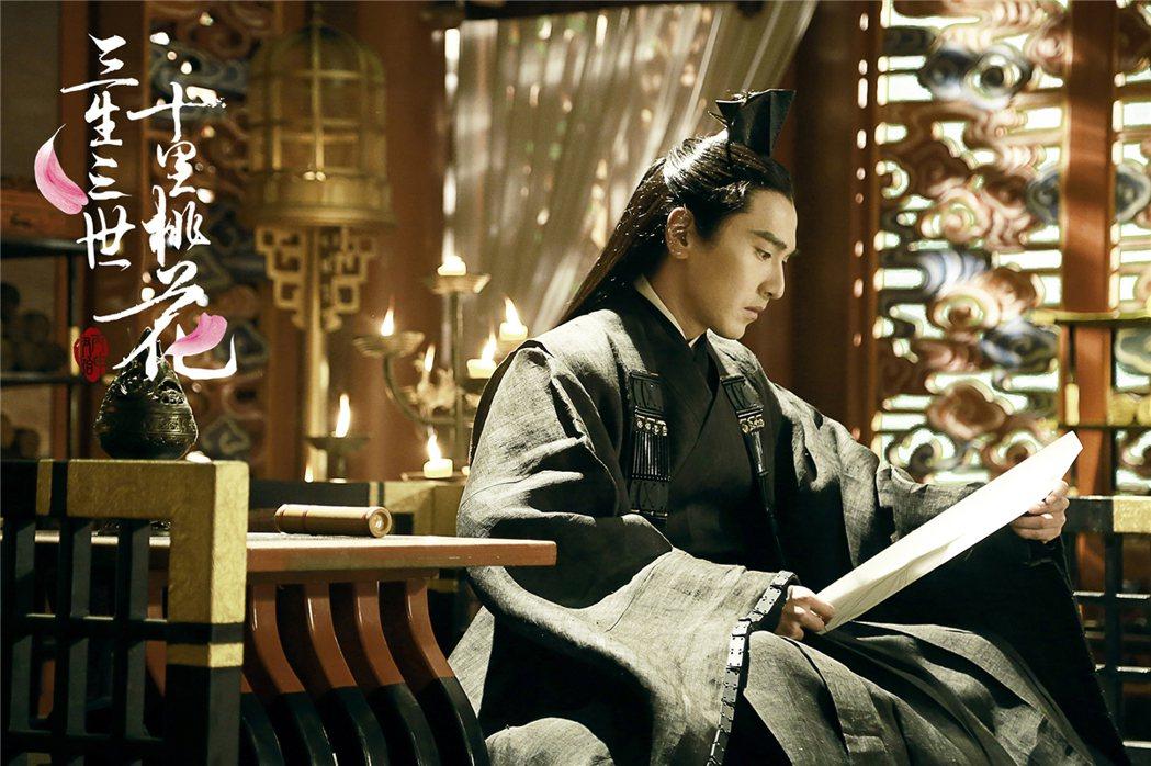 趙又廷主演「三生三世十里桃花」九重天太子,對女主角專一深情。圖/擷自微博