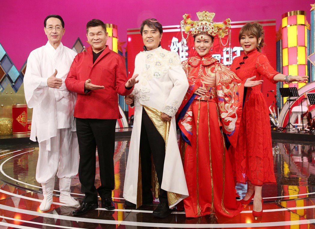 華視錄新春特別節目「金雞鴻運旺群星嘉年華」,出席藝人關聰(左起)、澎恰恰、林沖、