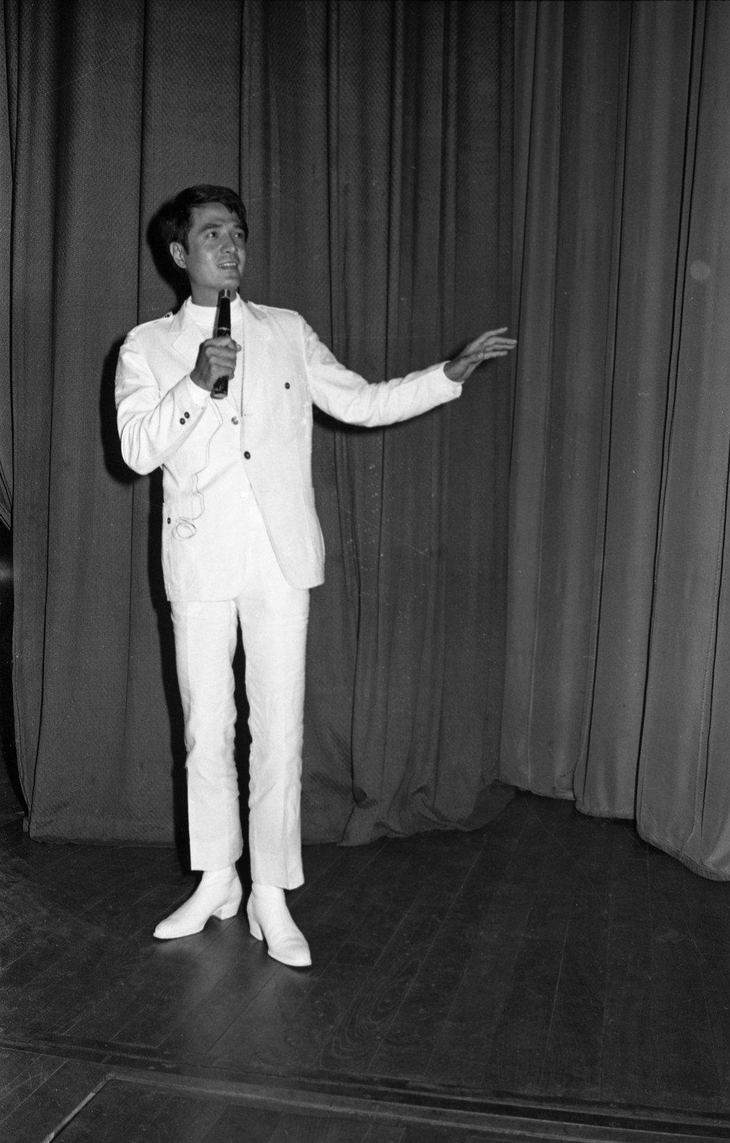 「鑽石歌王」林沖早年也是一身白色西裝,相當帥氣。圖/本報資料照