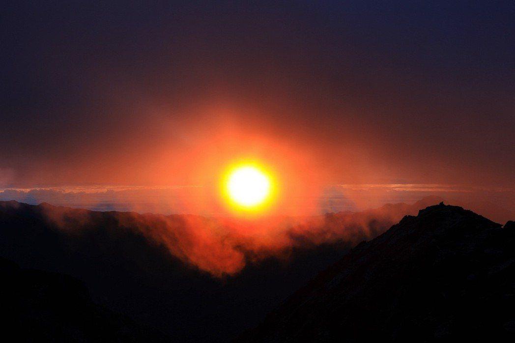 玉山日出。 圖/作者自攝