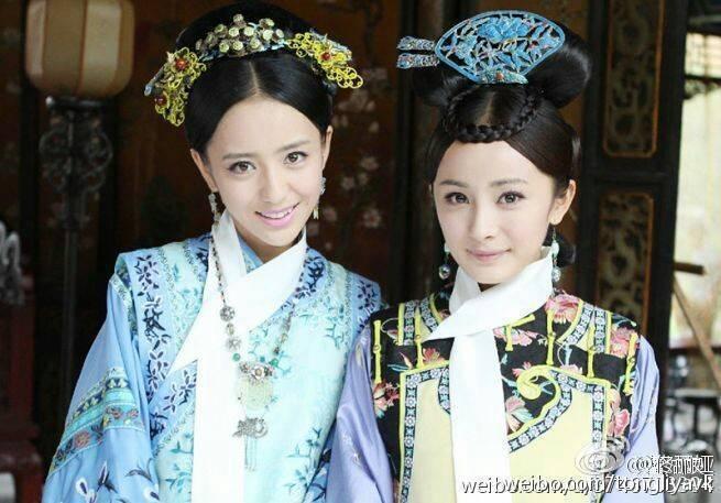 佟麗婭(左)在「宮」劇中飾演「年素言」,右為該劇女主角楊冪。兩人也是好友關係。 ...