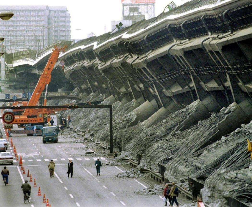 阪神大地震發生於日本時間1995年1月17日上午5點46分52秒,芮氏規模7.3...