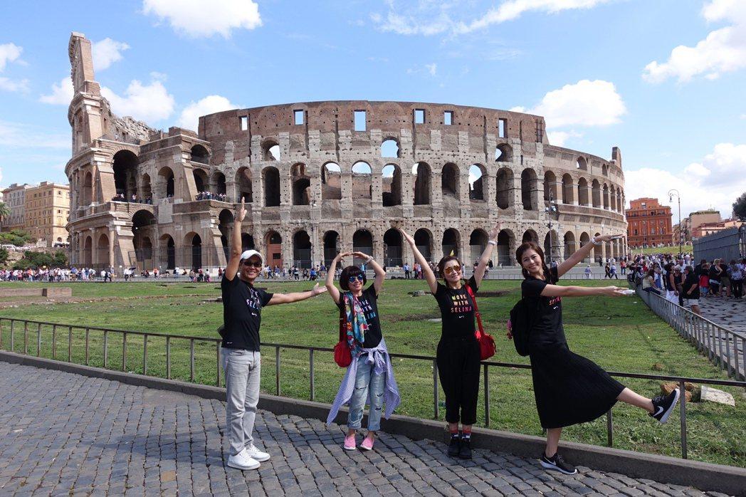 Selina帶爸媽及妹妹赴義大利旅遊。圖/華研提供