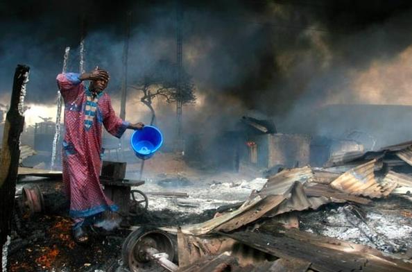 2007世界新聞比賽突發新聞獎第一名。攝影記者Akintunde Akinley...