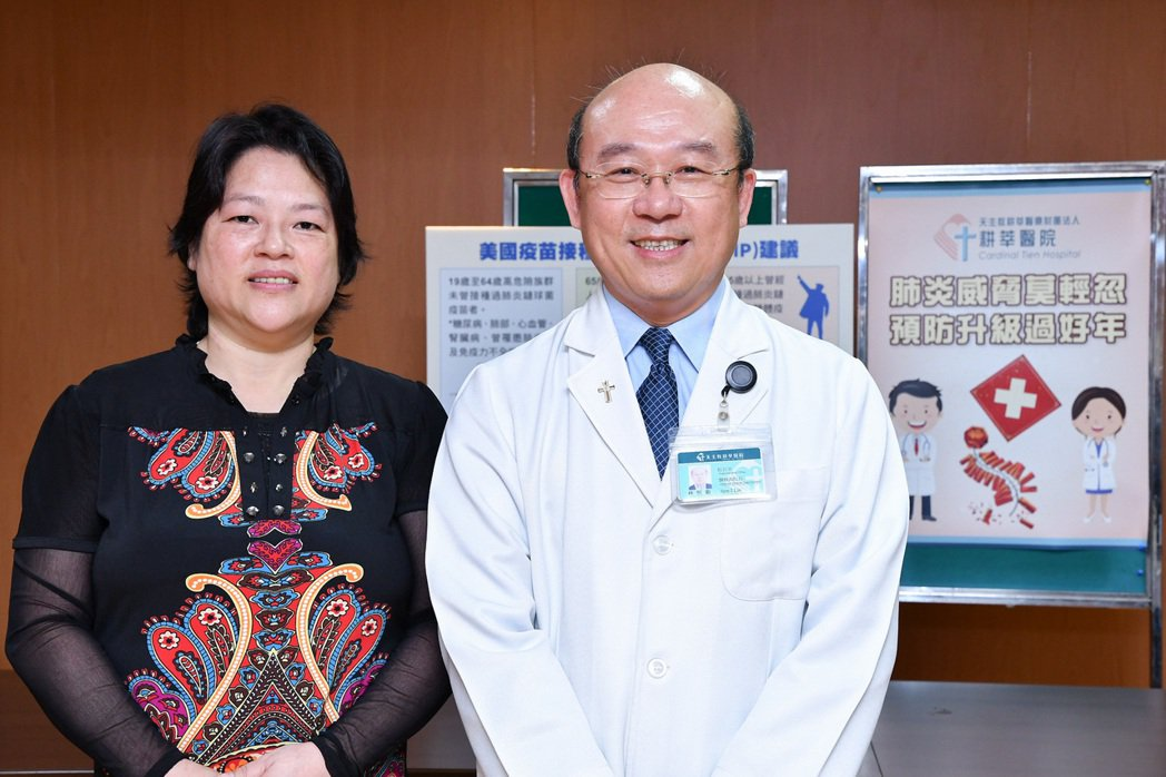 新店耕莘醫院醫療副院長林恒毅(右)指出,現在為流感季,肺炎為流感最大宗的併發症,...