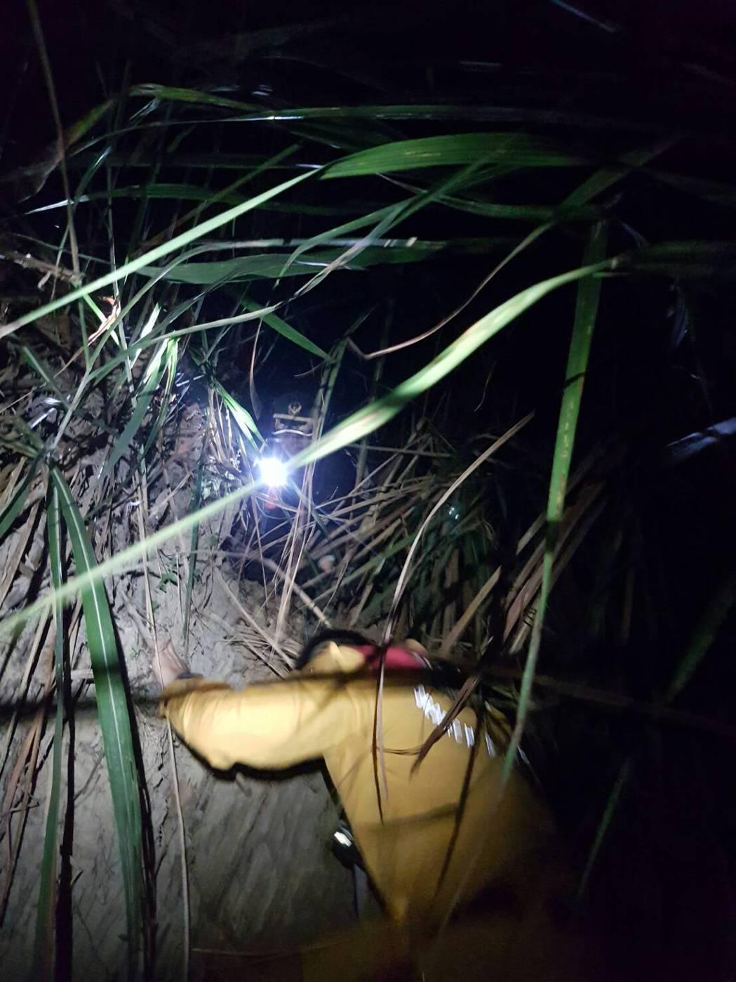 高雄市消防局昨晚透過119報案 APP,成功救援登山客。記者蕭雅娟/翻攝
