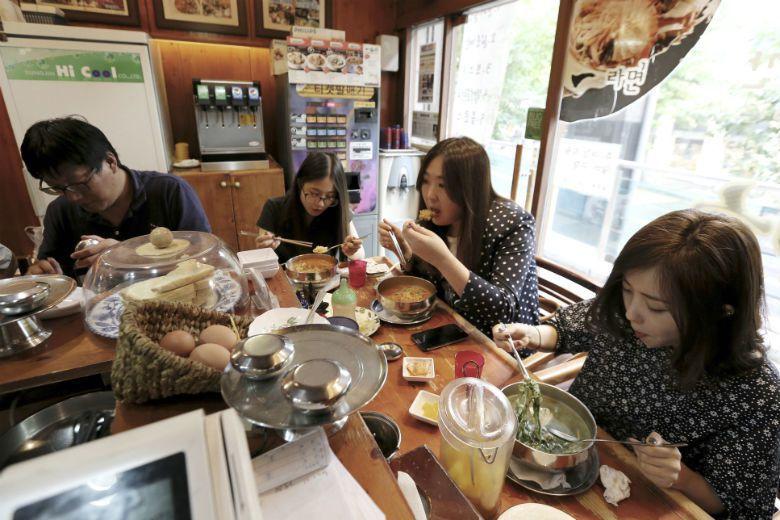 韓國之所以成為全世界吃泡麵最多的民族,得從當地的一則影片與機器談起。 圖/美聯社