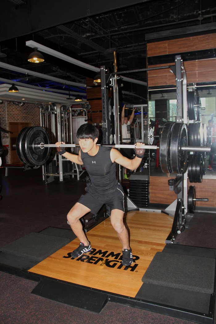 邱昊奇強調認真健身,短時間就能達到飆汗效果。圖/達騰娛樂提供