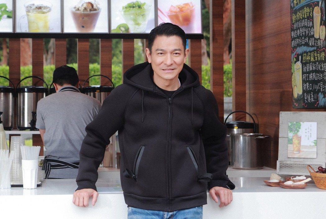 劉德華今日驚傳在泰國拍廣告墜馬,盤骨撕裂傷。圖/華聯提供