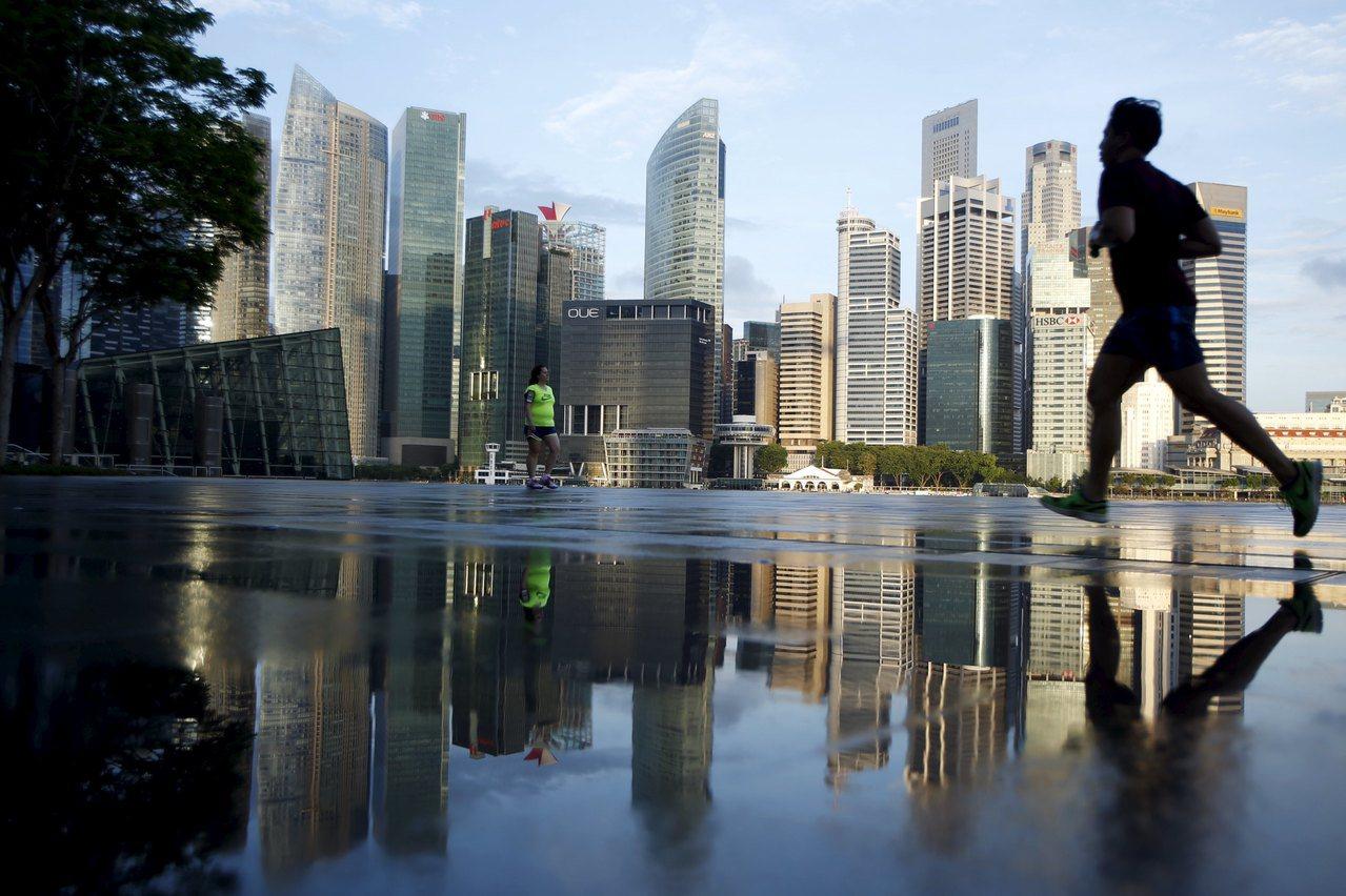 今日新加坡在国际能见度那么高,国际排名优秀,大家觉得新加坡很有竞争力,其中一个特...