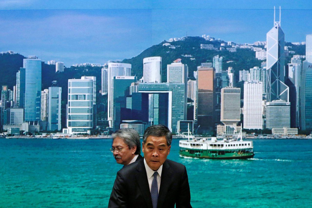 """香港自由不复在,背景就是如此。以前香港还可以是一个面向四面八方、与世界联系的""""舢..."""